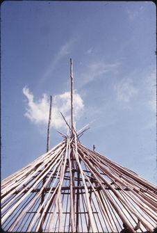 Construction d'une case tribale circulaire