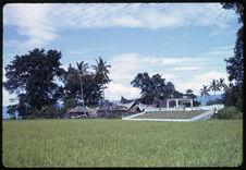 Village et tombeau