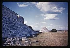 Palais du gouverneur et pyramide du Devin