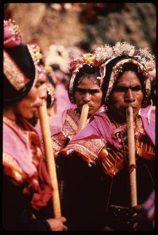 Carnaval : homme jouant des pinkillas