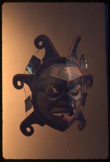 Masque soleil en bois