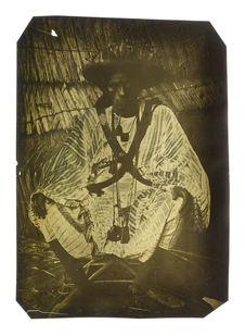 Amadi Coumba, interprète toucouleur en tenue de guerre