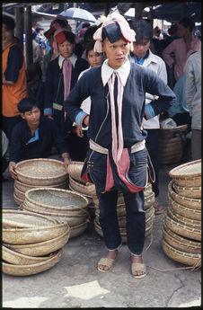 Femme au marché de Muong Khuong