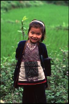 Petite fille rentrant de l'école