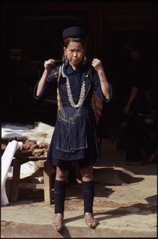 Jeune fille au marché