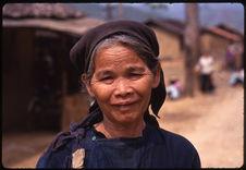 Femme au marché de Ha Quang