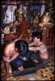 Séance de tatouage