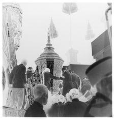 Sans titre [funérailles du roi Sisavang Vong : transport de l'urne sur le...