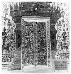 Sans titre [porte de la pagode Vat Xieng Thong]