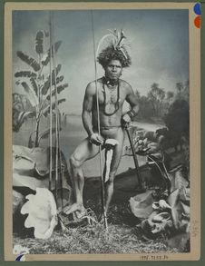 Homme portant une aigrette