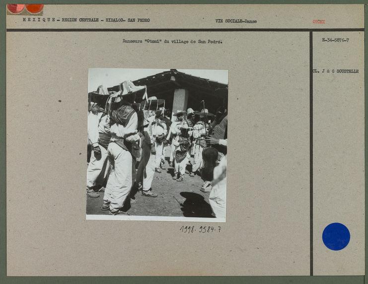 """Danseurs """"Otomi"""" à San Pedro"""