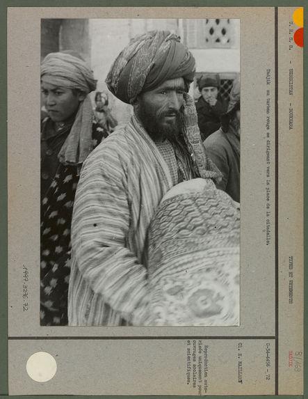 Tadjik au turban rouge