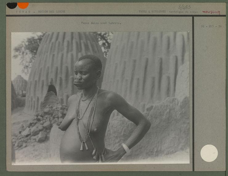 Femme Massa avec labrets