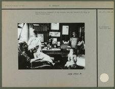 Madame M. Leenhardt et ses enfants dans son boudoir