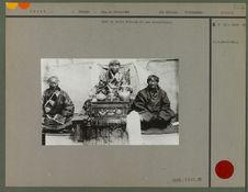 Chef de tribu N' Golok et ses conseillers