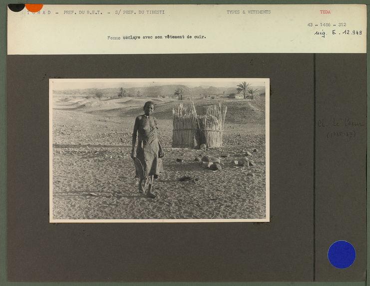 Femme esclave avec son vêtement de cuir