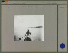 Piroguier Mina sur la lagune
