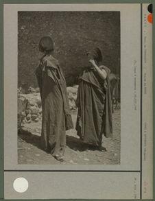 Le drapé berbère, appelé généralement izar