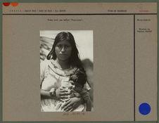 """Femme avec son enfant """"Uapichana&quot"""