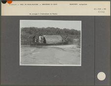 En pirogue à l' embouchure du Chari