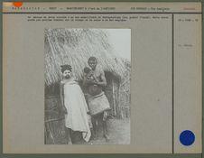 Femme Sakalava avec le masque de terre blanche