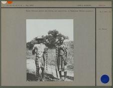 Hommes Sakalava portant des fruits