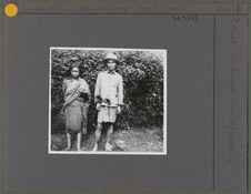 Couple qui travail dans les plantations