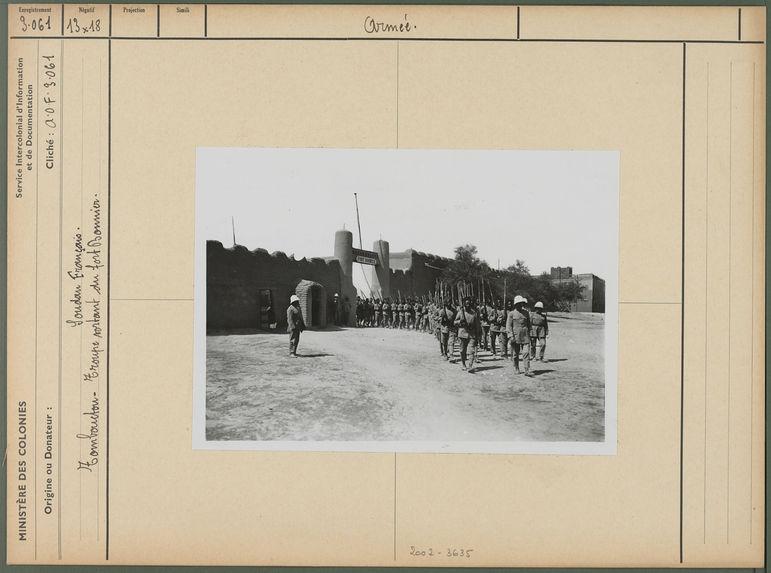 Troupe sortant du fort Bonnier