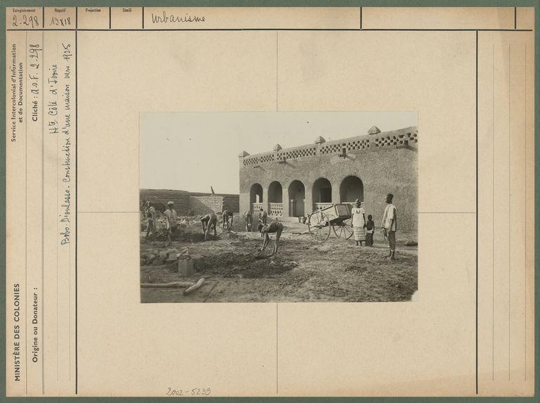 Construction d'une maison vers 1925