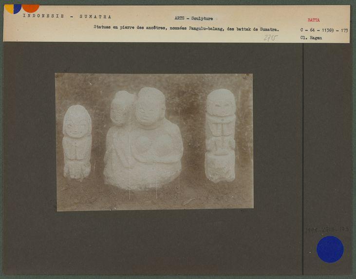 Statues en pierre des ancêtres