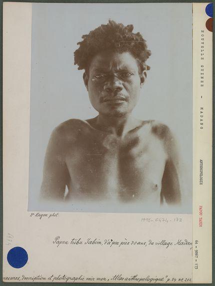 Papou tribu Yabim, d'à peu près 30 ans