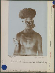 Papou tribu Yabim, d'à peu près 20 ans