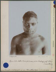 Papou tribu Yabim, d'à peu près 24 ans