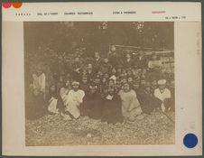 Groupe d'indiens Mahanset au refuge