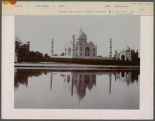 Taj-Mahal et mosquées à droite et à gauche