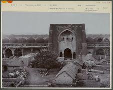 Mosquée Begampur et le village