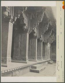 Colonnade dans le fort