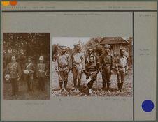 Officiers et miliciens thaïlandais