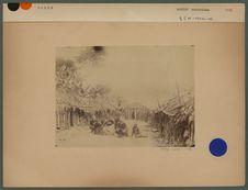 Groupe de Pahouins et intérieur du village Dû
