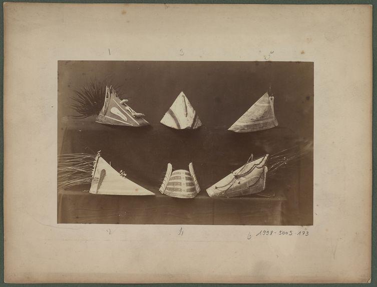 Chapeaux de chasse Aléoutes et Eskimos occidentaux