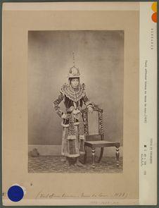 Vieil officier birman en tenue de cour (1878)