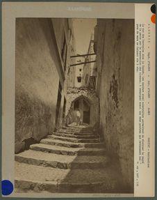 La rue des Sarrasins dans la casbah