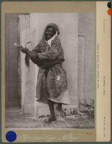 Danseur et musicien d'une confrérie de Noirs