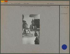 Autel avec statues de Bouddha