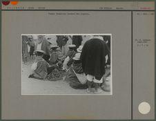 Femmes Guambiano vendant des oignons