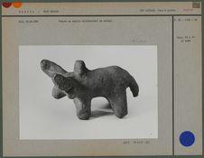 Poupée en argile représentant un animal