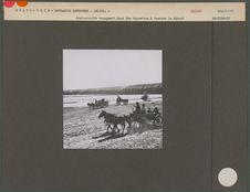 Semi-nomades voyageant dans des charettes