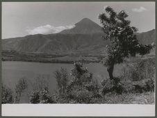 Lac Atitlan avec le volcan du même nom