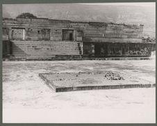 Mitla. Palais des colonnes.