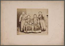 Trois femmes et une fille Bouriate